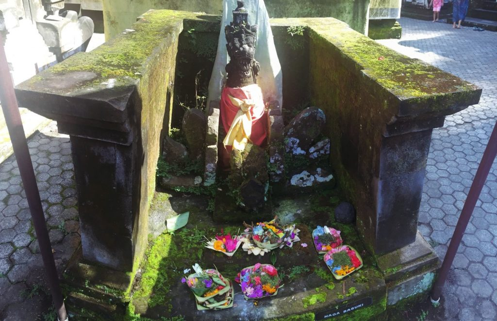 Bali - offrandes everglow