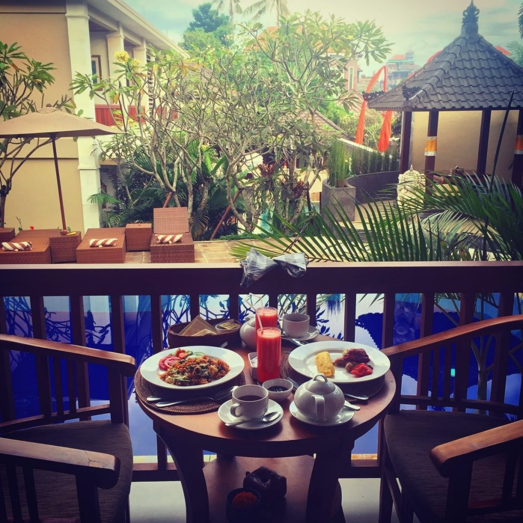 Bali - Tebesaya Cottage terrasse petit déj _1977