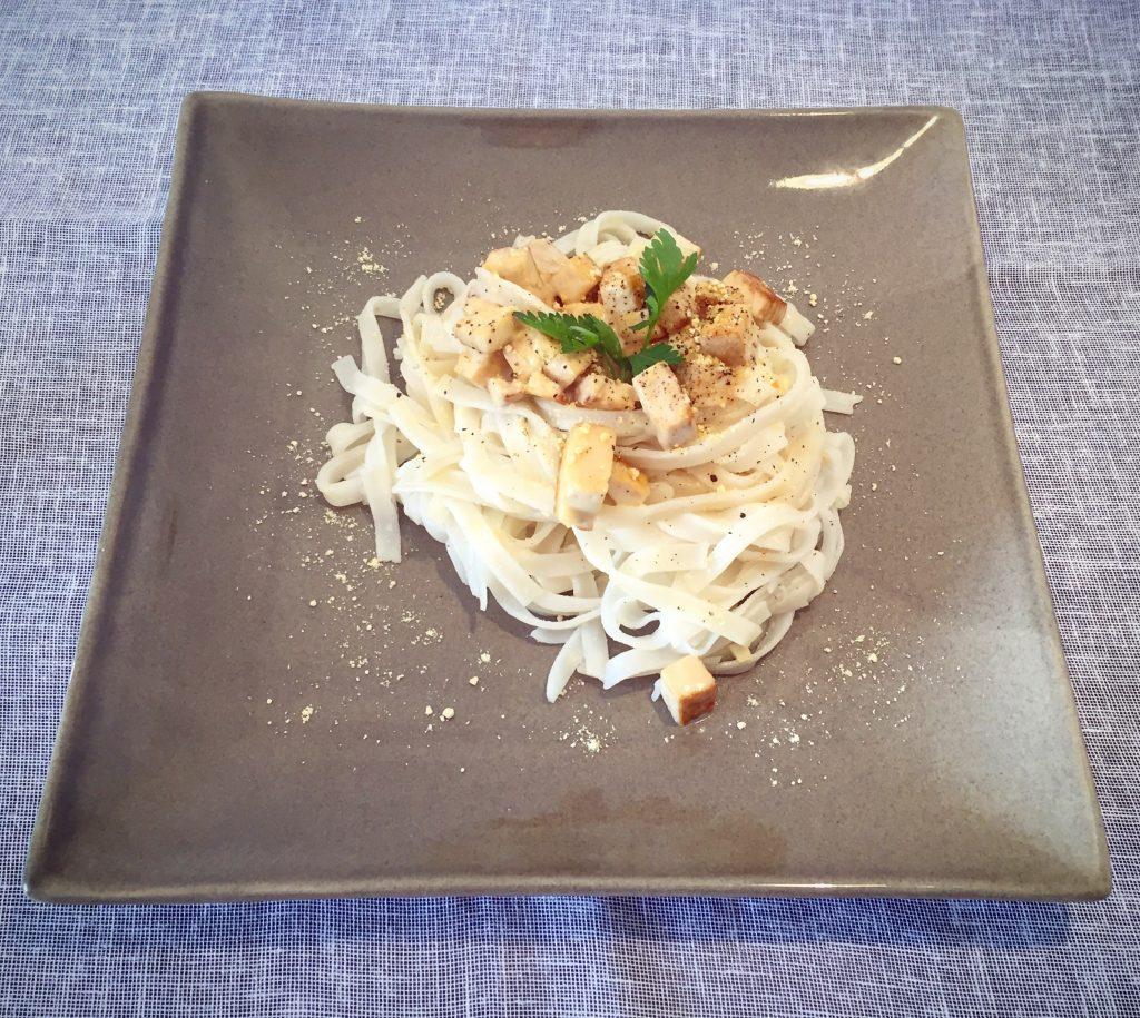 Pâtes 'carbonara' vegan et sans gluten