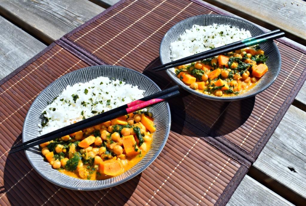 Dhal à l'indienne de patate douce, pois chiches et épinards - recette vegan et sans gluten