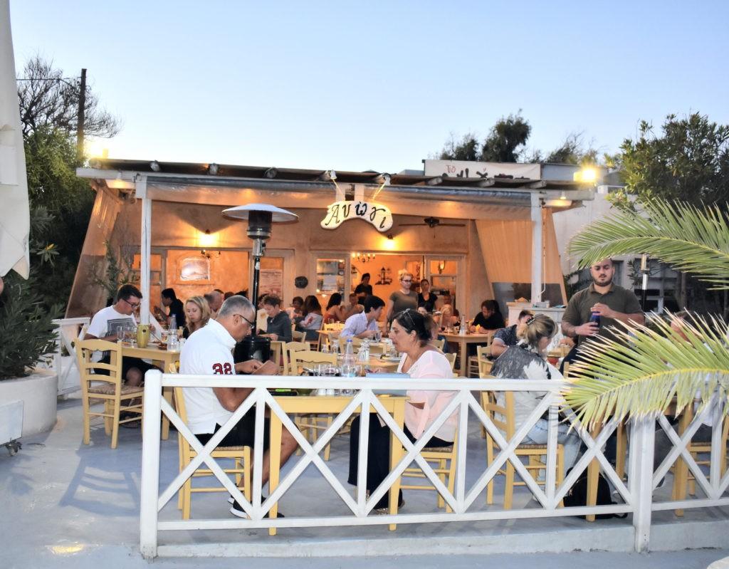 Santorin, aux Cyclades : mes bonnes adresses restaurants, logement, et où déguster du vin Grec